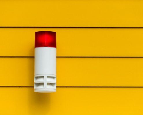 instalar una alarma para apartamento no solo es un plus en cuanto a seguridad si por hurto hablamos, también pudiese ser útil para otros casos como incendios